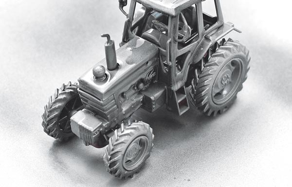 Каким лаком покрыть трактор