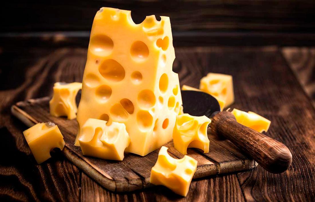 Кто продаёт Украине сыр, и кому продаёт сыр Украина