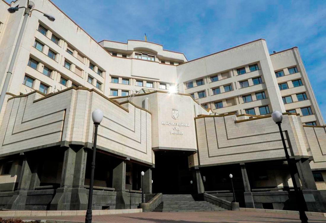 КС займется проверкой Закона о рынке земли, 48 жалоб от депутатов