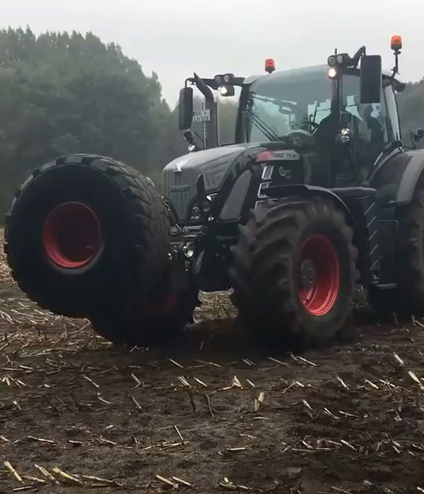 Разворот трактора на месте: эксперт проанализировал новацию (ВИДЕО)