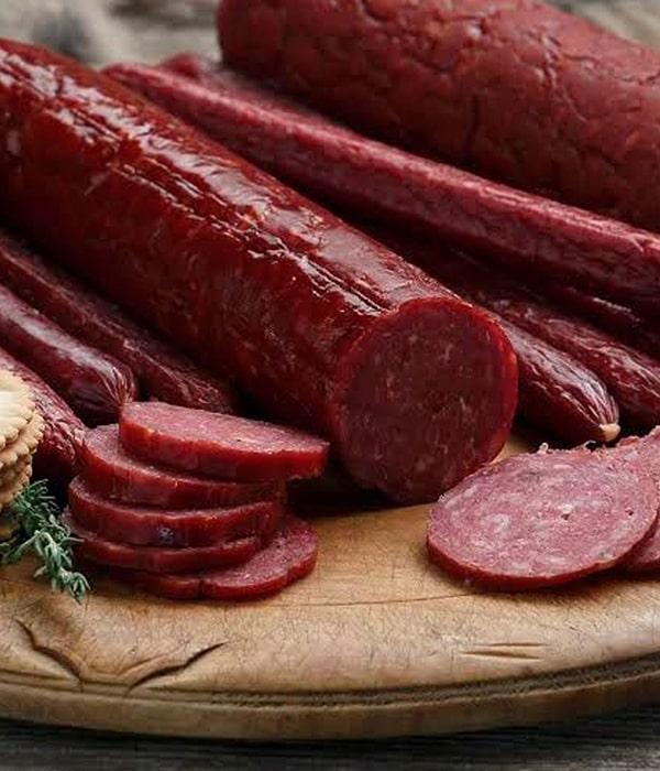 В Украине стали производить больше колбасы