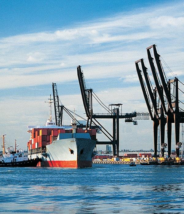 За 10 месяцев в морпортах отмечается незначительное сокращение перевалки грузов