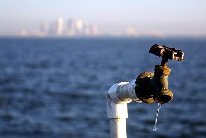 Украина прекратила поставку воды в Крым
